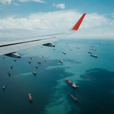 Flugzeug_Containerschiff